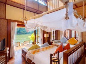 Romantic-Bedroom-Float-Hotel